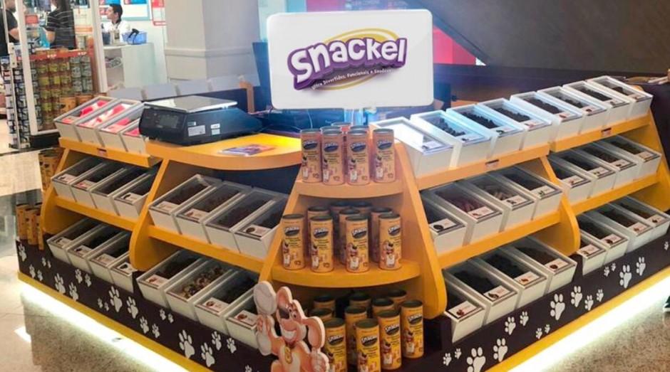 Quiosque da Snackel, empresa que vende snacks veganos para pets (Foto: Divulgação)