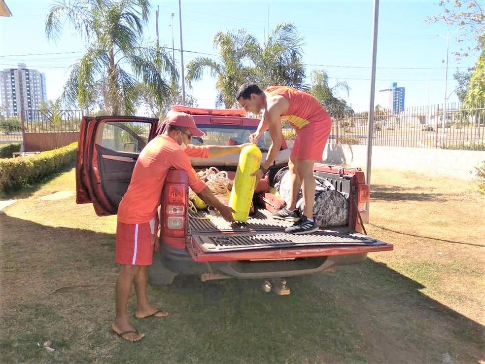 Bombeiros fazem buscar por jovem desaparecido em rio — Foto: Corpo de Bombeiros/Divulgação