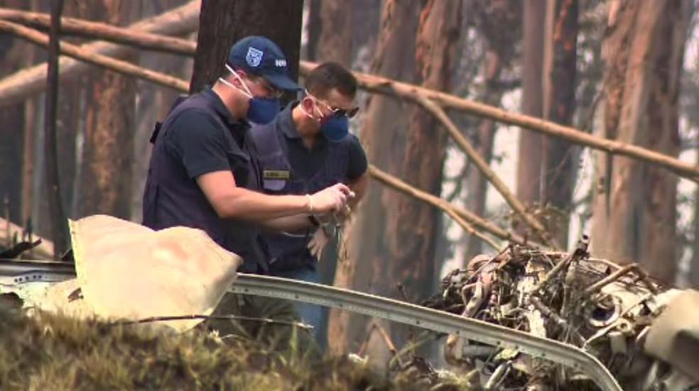 Equipes fazem perícia em aeronave que caiu em Piracicaba — Foto: Reprodução/EPTV
