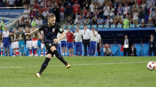 Rakitic cobra o pênalti com categoria e coloca a Croácia na semifinal