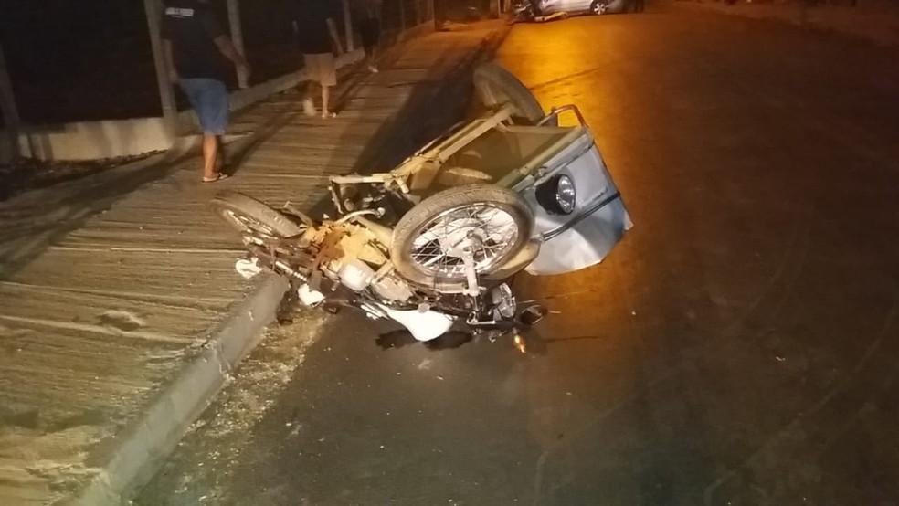 Antes de atropelar Karoline, o carro havia batido em uma motocicleta — Foto: Deletran-MT