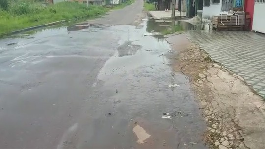 Vídeo mostra esgoto a céu aberto invadindo via pública em Macapá