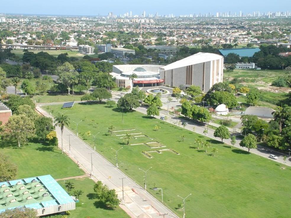 Segundo a universidade, ocupação resultou em depredações e furtos no Centro de Artes e Comunicação (Foto: Ascom UFPE/Divulgação)