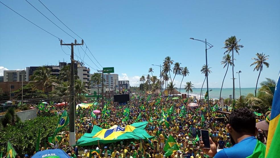 Ato em Maceió ocupou avenidas na orla e deixou trânsito lento — Foto: Jamerson Soares/G1