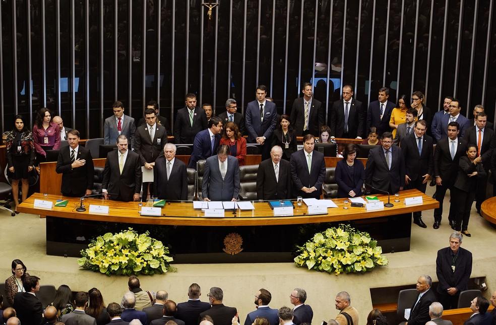Da esquerda para a direita: Jair Bolsonaro, Dias Toffoli, Michel Temer, Eunicio Oliveira, José Sarney, Rodrigo Maia, Raquel Dodge e Fábio Ramalho — Foto: Will Shutter/Câmara dos Deputados