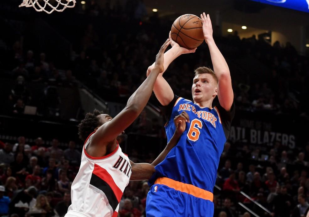 Kristaps Porzingis, dos Knicks, estará no Eurobasket defendendo a seleção da Letônia (Foto: Reuters)