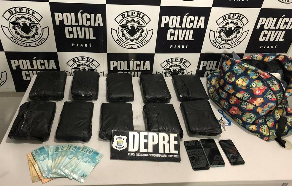 Segundo a Depre, carregamento apreendido na Rodoviária de Teresina somava 11,4 kg de maconha — Foto: Polícia Civil