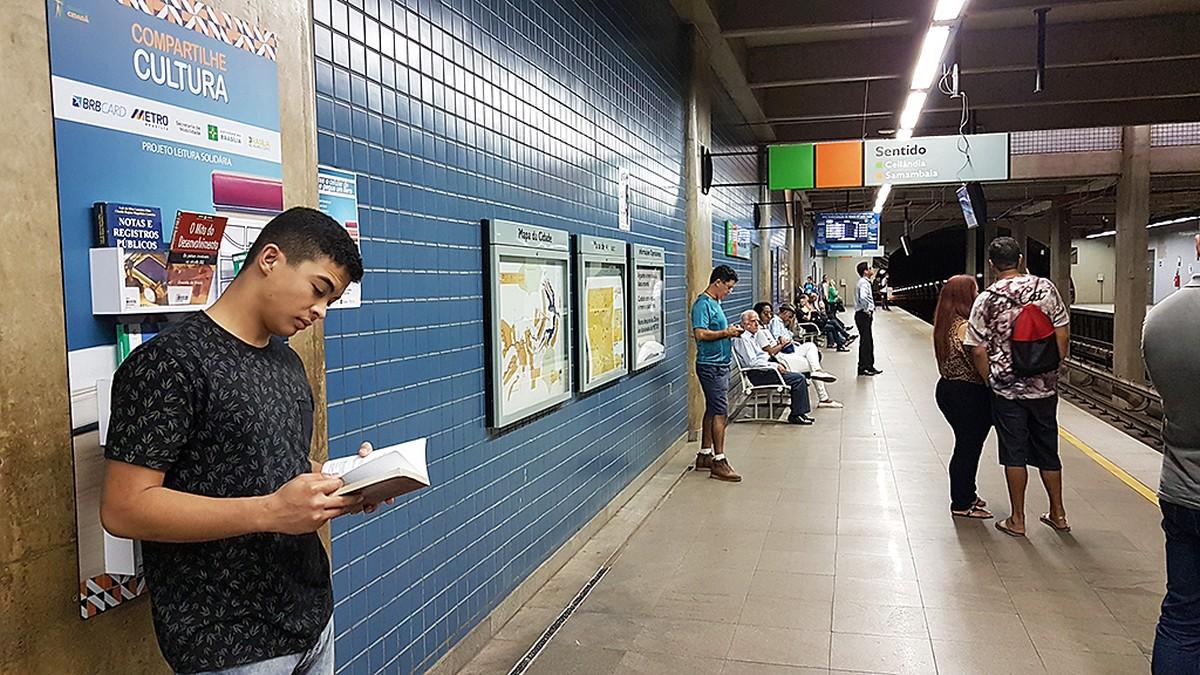 Mais leitura: passageiros do metrô no DF podem levar livros para casa