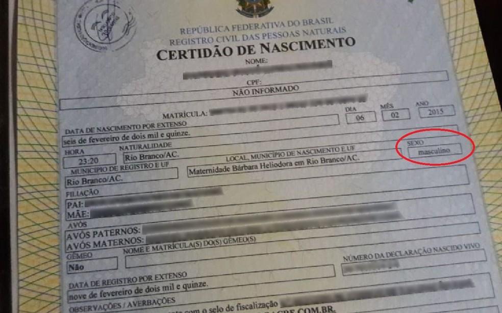 Certidão de nascimento foi entregue nesta segunda-feira (11) em Rio Branco (Foto: Arquivo pessoal)