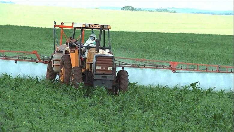 trator-agrotóxico-vídeo (Foto: Reprodução/TV Globo)