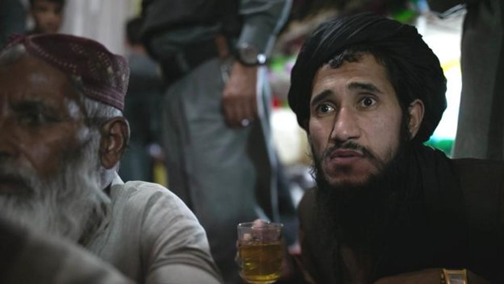 Os prisoneiros na ala seis foram condenados por atuar em vários papéis para o Talibã — Foto: BBC