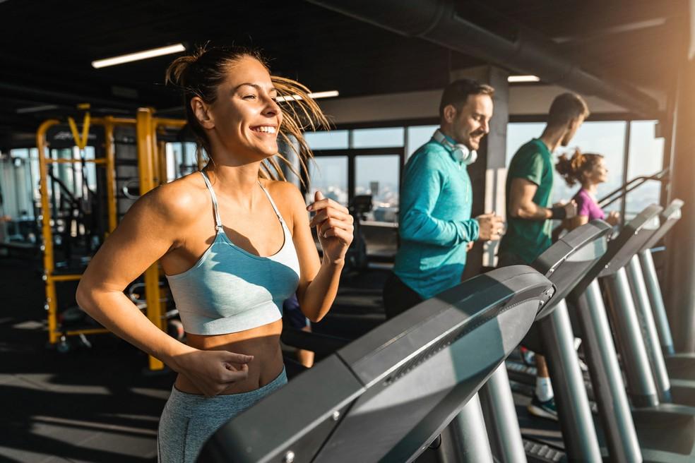 Malhar em companhia de amigos torna a atividade mais agradável e ajuda a manter a motivação para ir treinar — Foto: Istock Getty Images