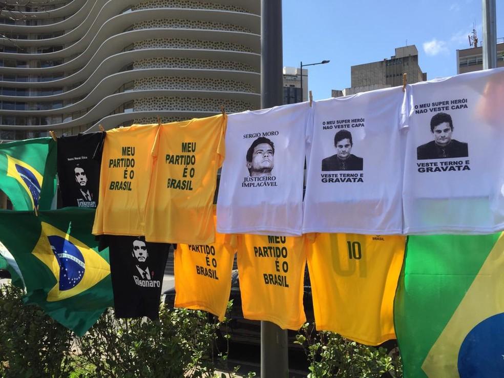 Varal em favor de Sérgio Moro toma conta da Praça da Liberdade — Foto: Raquel Freitas/ G1
