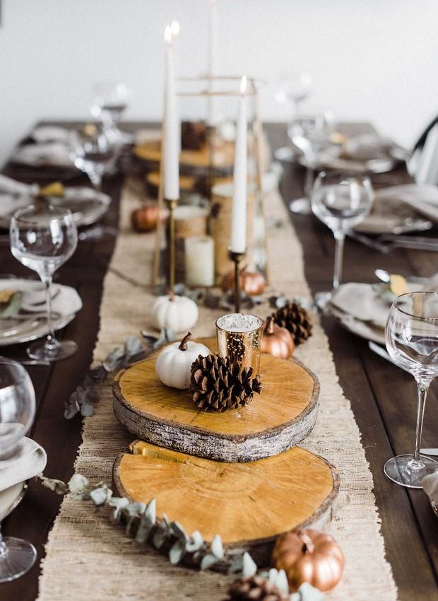 Vela na mesa posta (Foto: Kindesign/Reprodução)
