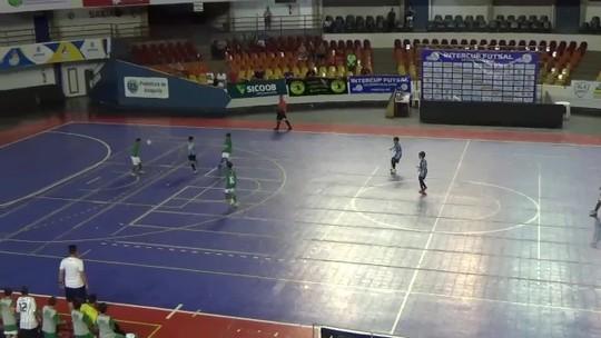 De placa! Menino de 10 anos faz golaço em final de torneio de futsal em Goiás