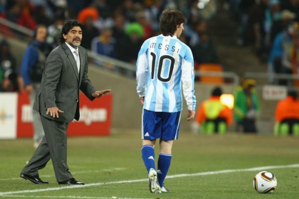 Maradona e Messi durante a Copa do Mundo da África do Sul (Foto: Getty Images)