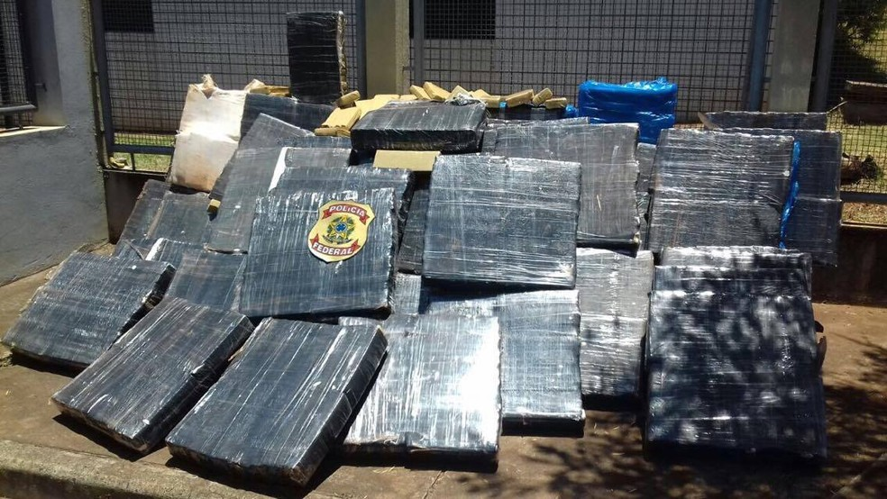 -  Pelo menos duas toneladas de maconha foram encontradas em caminhão na tarde desta terça-feira  14  na região de Serra do Salitre  Foto: Polícia Feder