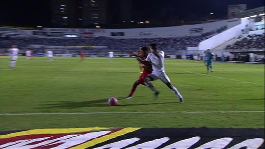 Sandro Meira Ricci: VAR erra ao não apontar pênalti para o Santos contra o RB Brasil
