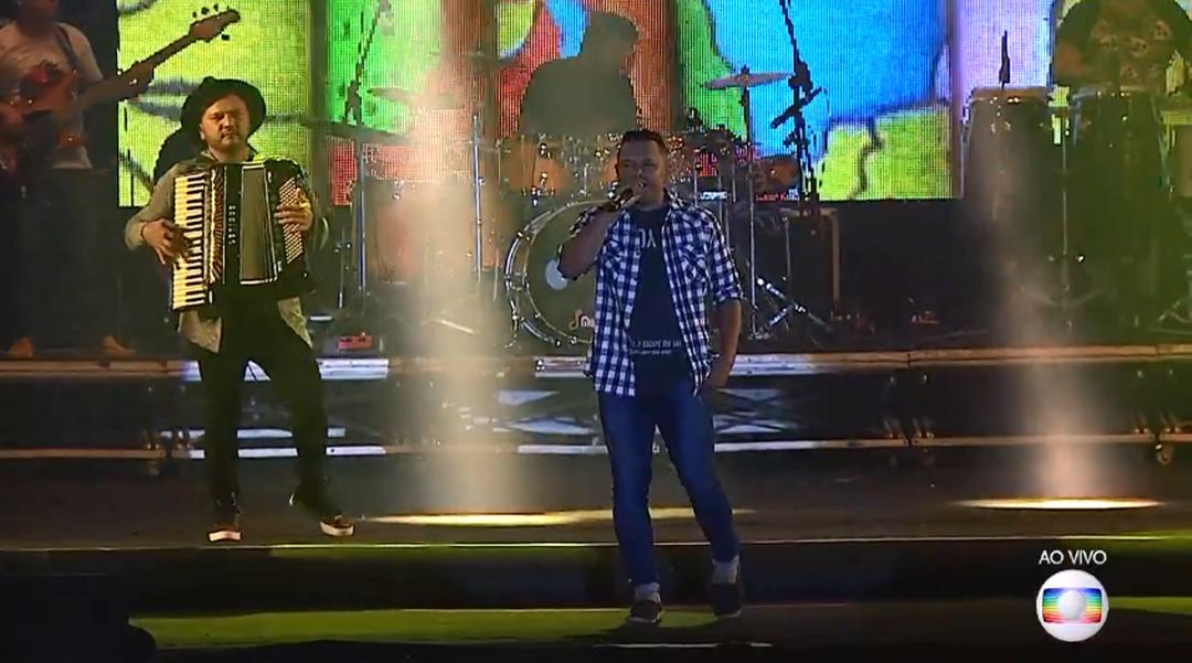 Banda Menino Rico sobe ao palco do Maior São João do Cerrado, em Ceilândia