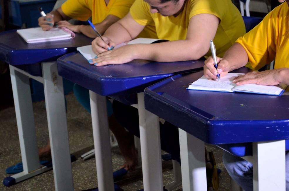 Apenada sonha fazer um curso de graduação (Foto: Aline Lopes/G1)
