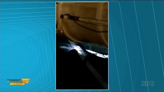 Caminhão-tanque tomba na PR-986 e interdita trecho da rodovia no norte do Paraná