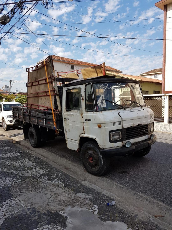 Força tarefa multa e guincha caminhões que faziam transporte clandestino de recicláveis - Noticias