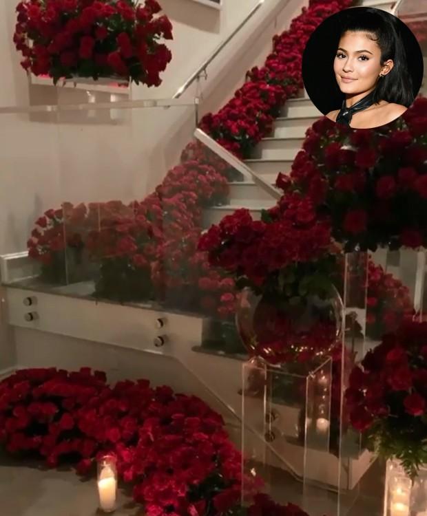 A jovem de 21 foi recebida em casa com rosas vermelhas e velas (Foto: Instagram/ Reprodução)