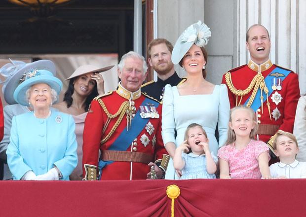 Meghan Markle e Harry com família real no aniversário da rainha Elizabeth II (Foto: Getty Images)