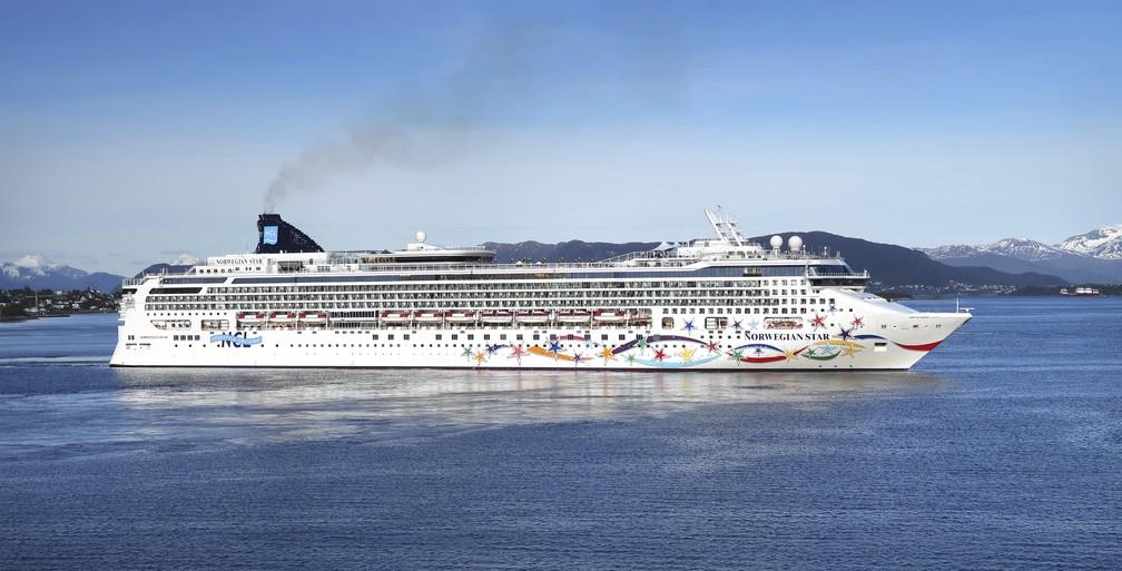 Imagem de arquivo mostra o navio Norwegian Star, de onde caiu uma turista britÂnica no Mar Adriático (Foto: AP Photo)