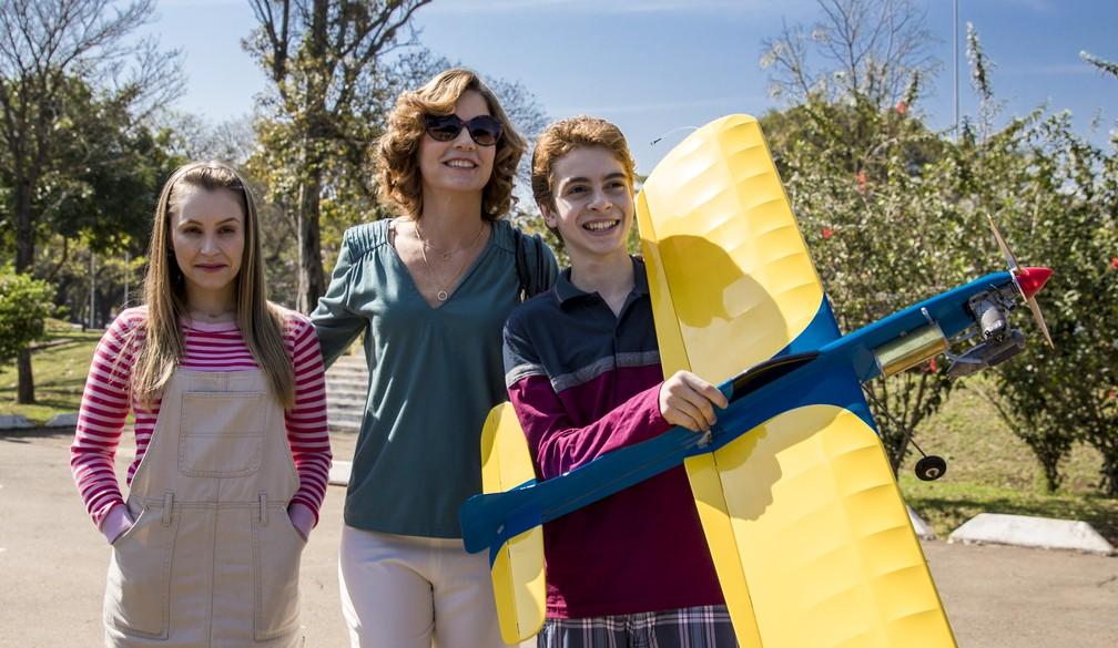 Carla Diaz, Vera Zimmermann e Kauan Ceglio em cena de filme sobre a história de Suzane von Richthofen — Foto: Divulgação