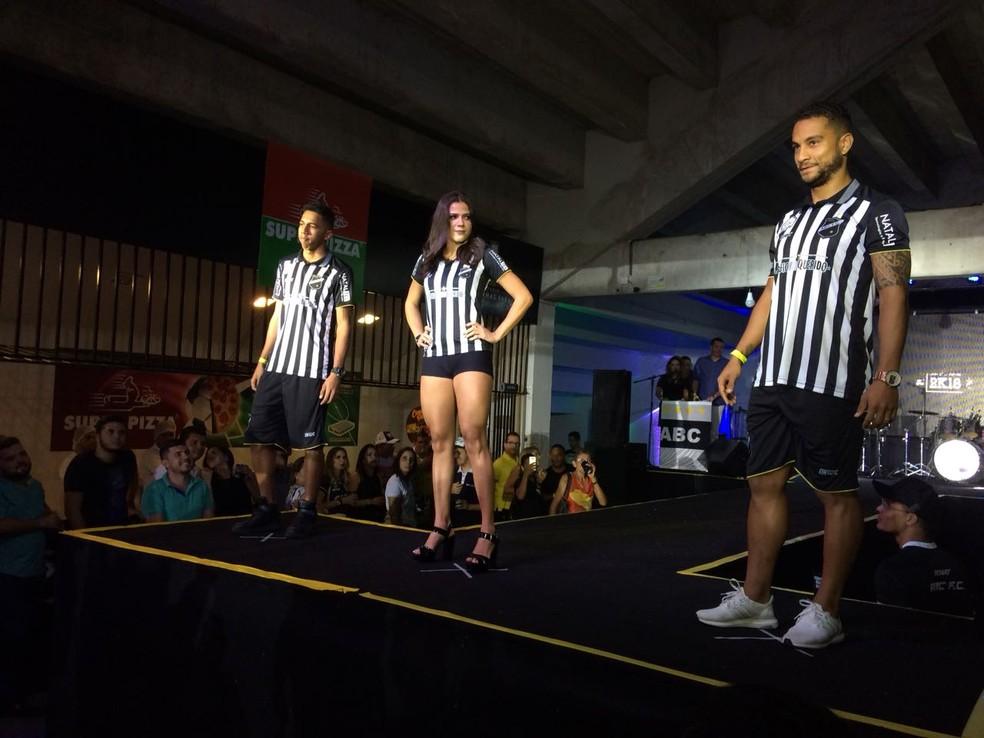 c89a717c6 ... Lançamento uniforme ABC — Foto  Augusto Gomes GloboEsporte.com