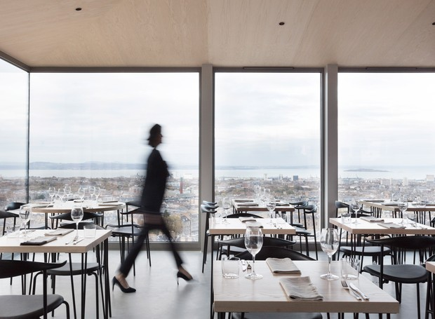 Chamado de The Lookout, o restaurante faz jus ao nome, com vistas deslumbrantes (Foto: Tom Nolan e Susie Lowe./ Reprodução)