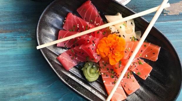 Sashimi vegano vem nas versões atum e salmão (Foto: Divulgação)