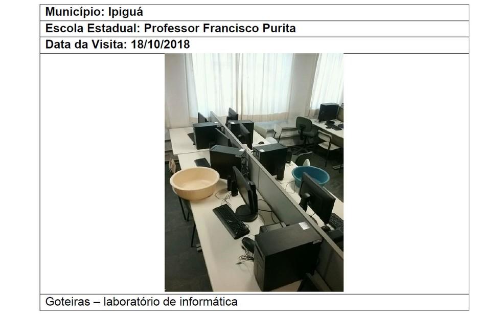Laboratório de informática de escola estadual com goteiras — Foto: Reprodução