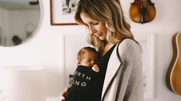 Os bebês ficam próximos dos pais o tempo todo (Foto: Reprodução/instagram/lalabubaby)