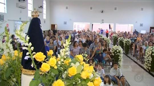 Fiéis comemoram o Dia de Nossa Senhora Aparecida em Marília