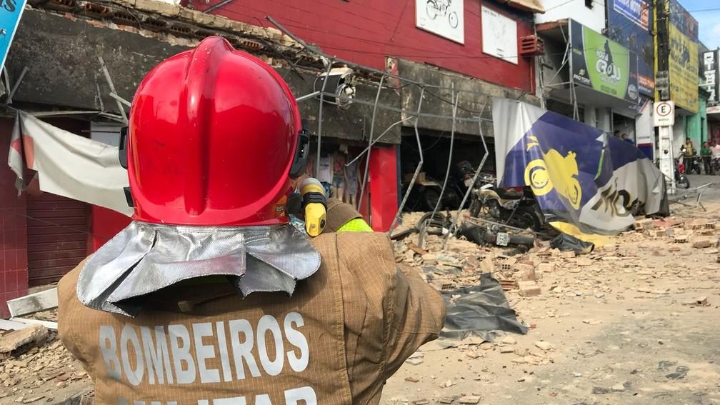 Estrutura de loja desmoronou no Centro de João Pessoa (Foto: Walter Paparazzo/G1)