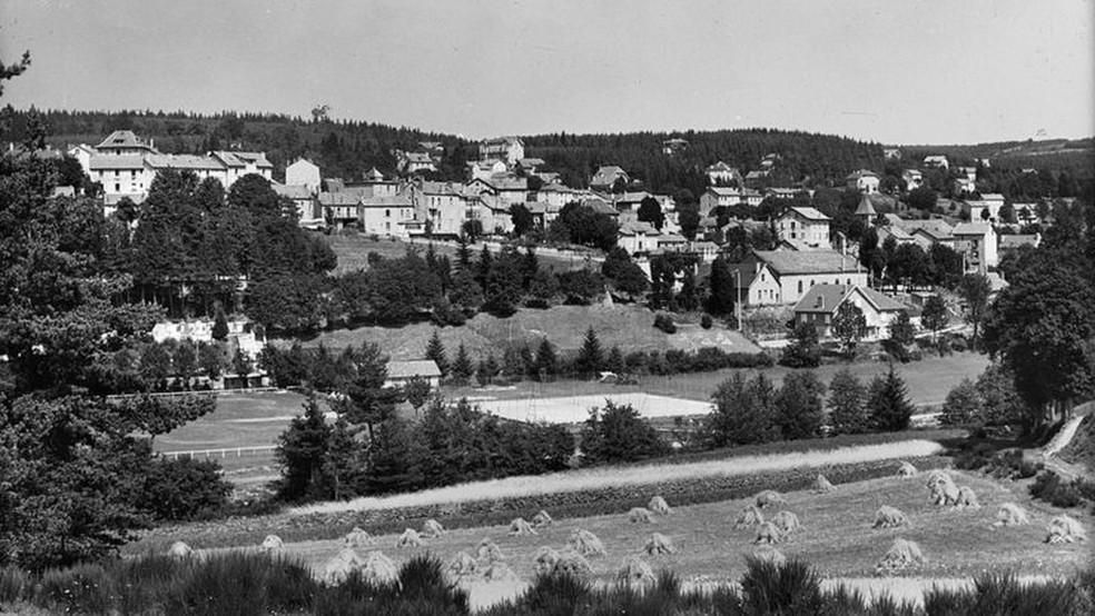 Le Chambon-sur-Lignon em 1950, cinco anos depois da guerra — Foto: ROGER VIOLLET COLLECTION/GETTY IMAGES via BBC