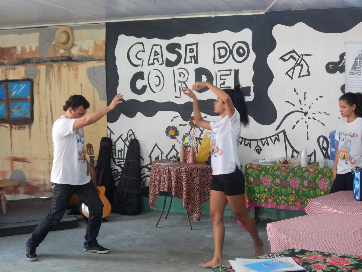 Espetáculo 'Fragmentos poéticos de um camarada' é encenado em Caruaru