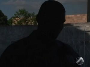 Filho lamenta prisão da mãe por não pagamento de pensão (Foto: Reprodução / TV Santa Cruz)