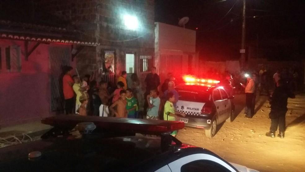 Mulher é morta a tiros dentro de casa, em Natal (Foto: Sérgio Henrique Santos/Inter TV Cabugi)