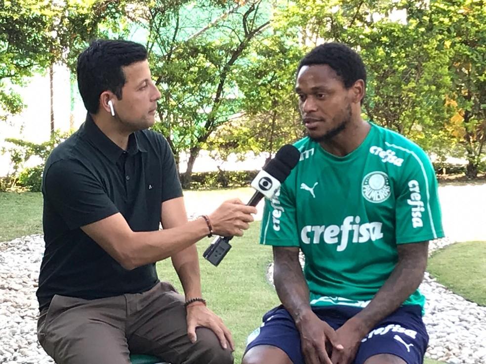 Luiz Adriano, atacante do Palmeiras, em entrevista ao Seleção SporTV — Foto: Felipe Zito