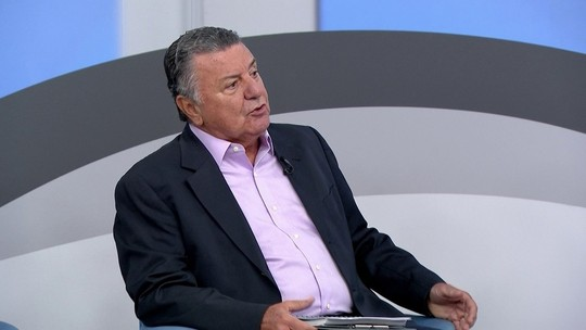 """Arnaldo vê pênalti em Jô: """"Faltou coragem ao árbitro para marcar"""""""