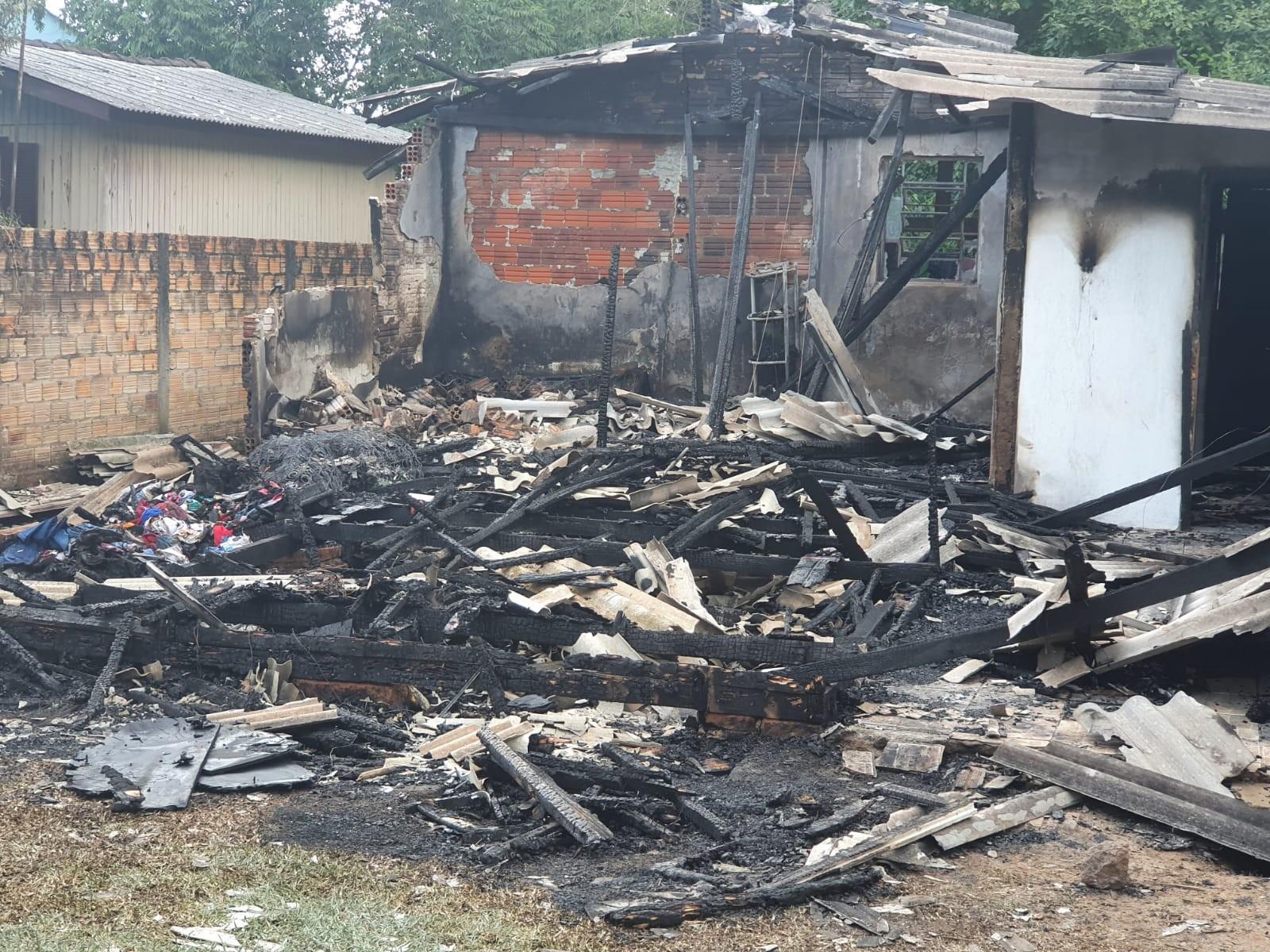 Incêndio deixa duas crianças mortas em Taquara, diz Corpo de Bombeiros
