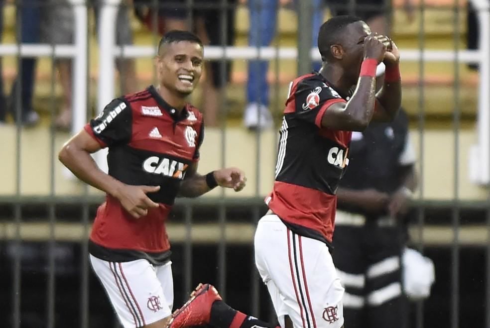 Vinícius Júnior provocou Botafogo com gesto do chororô no Carioca — Foto: André Durão