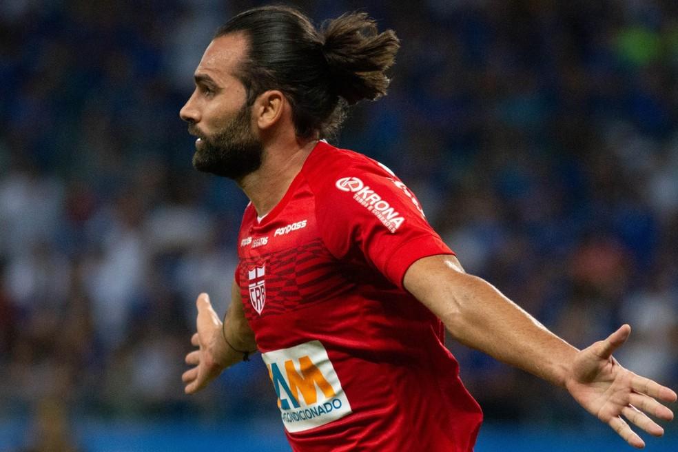 Léo Gamalho é o artilheiro do CRB na temproada, com sete gols — Foto: Fernando Moreno/Divulgação CRB