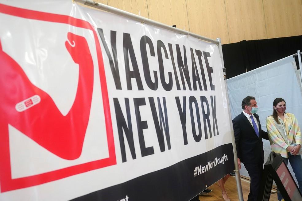 Andrew Cuomo, governador de Nova York, chega a evento sobre vacinação em 26 de março — Foto: Carlo Allegri/Pool/Reuters
