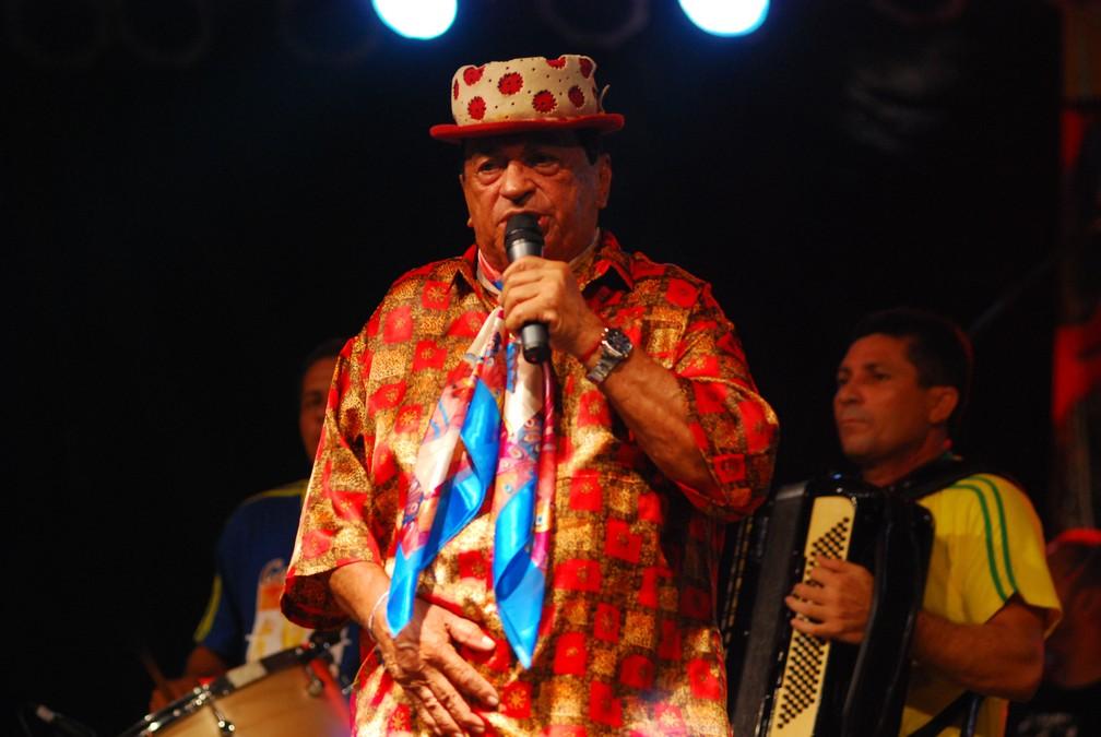 O cantor Genival Lacerda durante show no Sitio da Trindade, em Recife (PE). Foto de junho de 2007 — Foto: Alexandre Belém/JC Imagem/Estadão Conteúdo/Arquivo