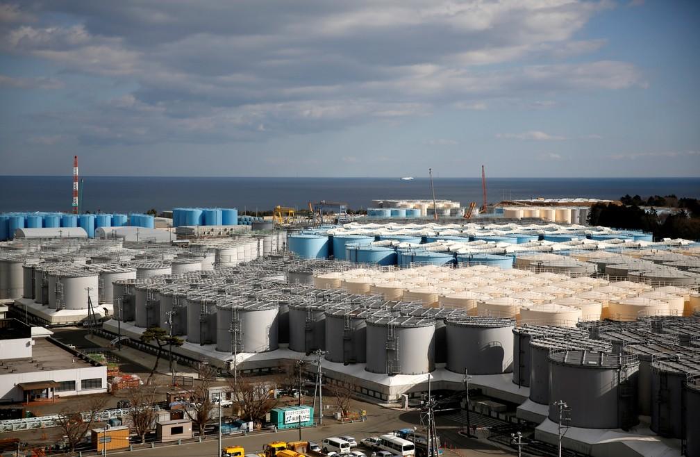 Tanques de armazenamento de água radioativa na usina de Fukushima, atingida pelo tsunami de 2011. — Foto: Issei Kato/Reuters