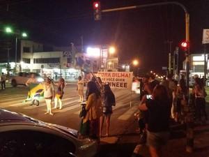 Manifestantes se reuniram na Avenida Rio Madeira, próximo a Calama (Foto: Oton/Arquivo pessoal/Divulgação)